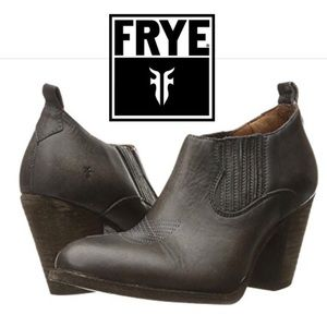 Frye distressed leather cowgirl booties 🎈